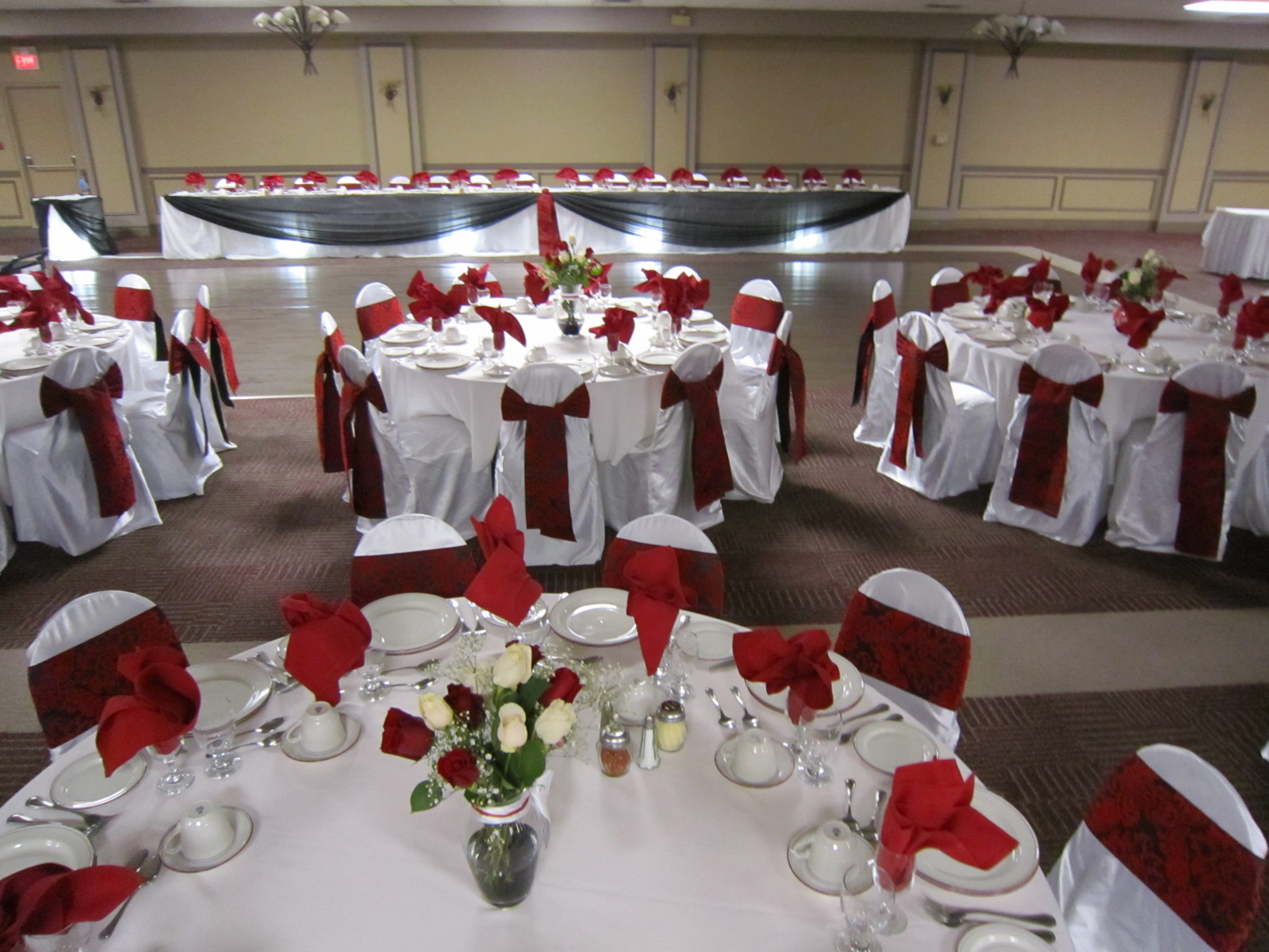 White And Black Head Table
