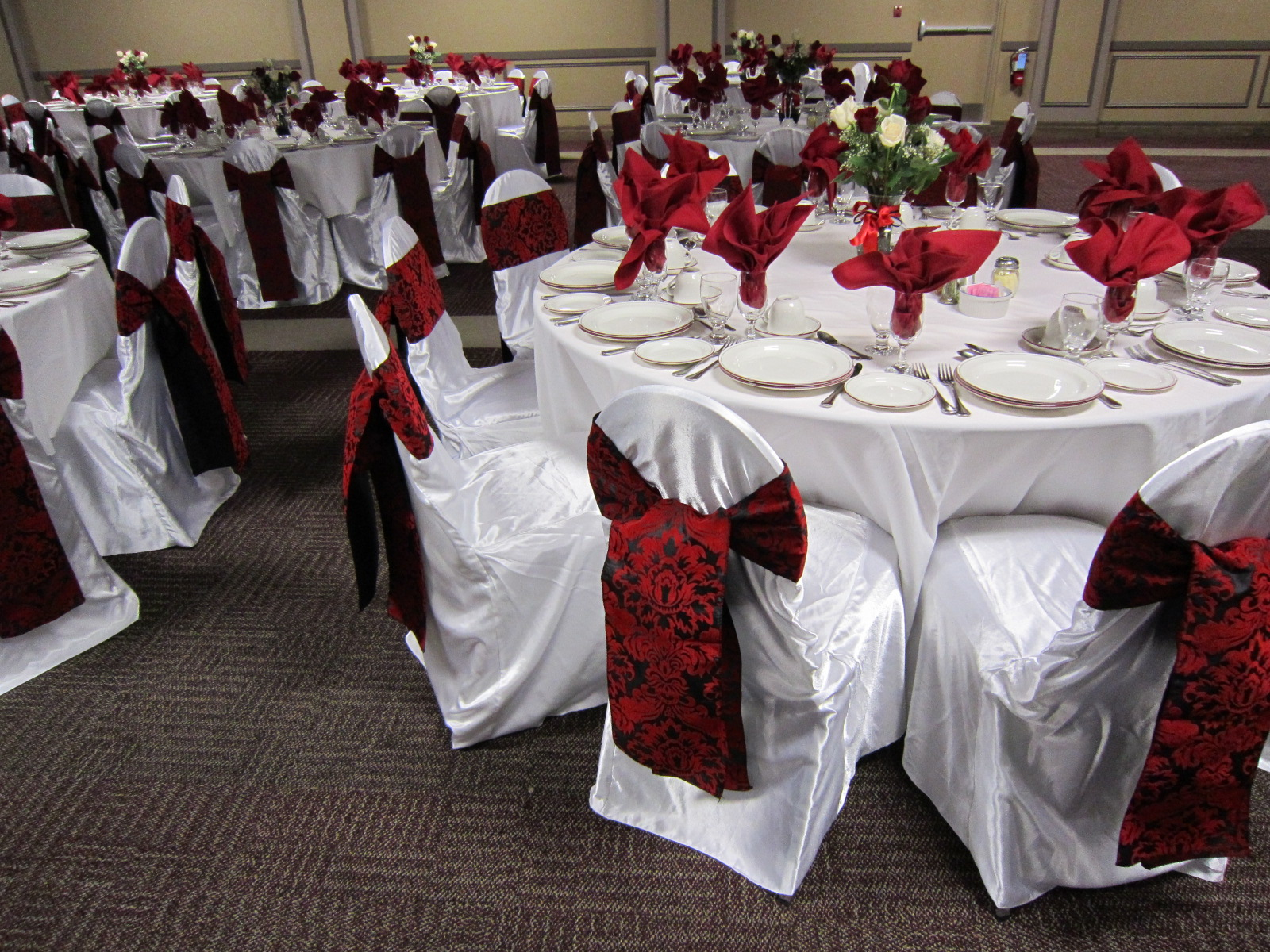 White and black head table set the mood decor for Red decoration for wedding