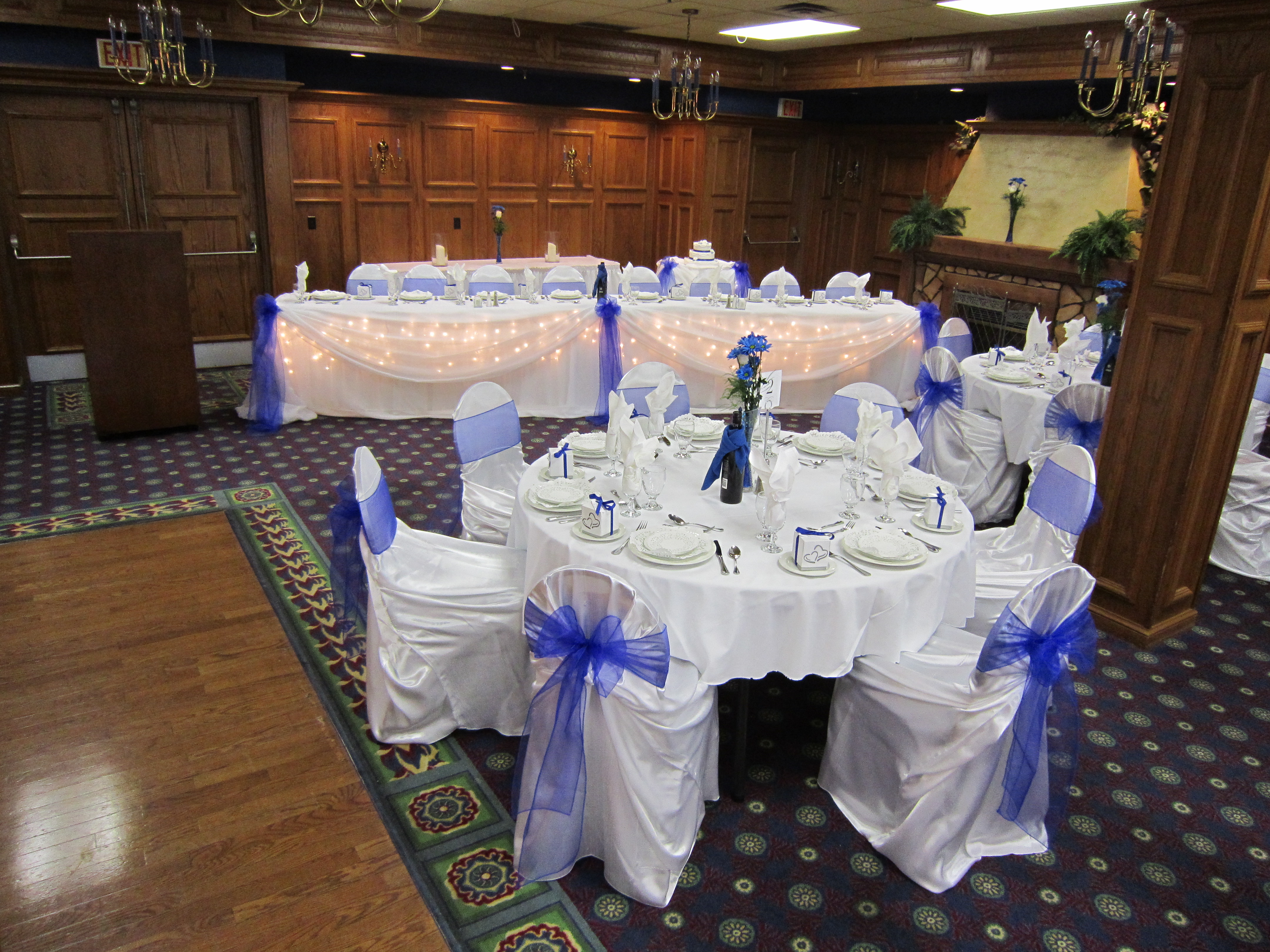 Royal blue wedding set the mood decor for Royal decoration